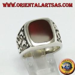 Anello d'argento e corniola con lune intagliate laterali