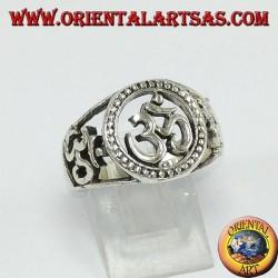 Anello in argento con tre Oṃ Oṁ , uno centrale e due su i lati