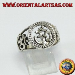 Silver ring with three Oṃ Oṁ, one central and two on the sides