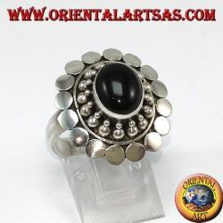 Bague en argent 925 avec onyx ovale et entourée de boules et de clous faits à la main