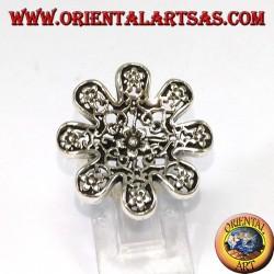 Anello in argento a forma di fiore con rose traforati