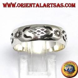 Anello d'argento con sole intagliata a mano