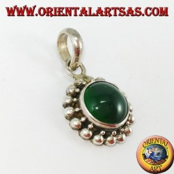 Silver pendant with round green agate, and border with two rounds of spheres