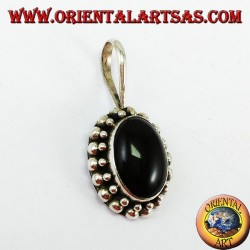 Silver pendant with oval onyx, with the edge has two rounds of spheres