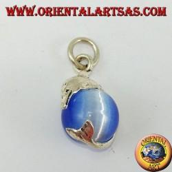 Ciondolo in argento delfino con sfera in occhio di gatto celeste
