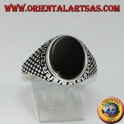 Серебряное кольцо (мужское) с плоским овальным ониксом