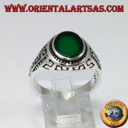 Серебряное кольцо с плоским овальным зеленым агатом и греческим выгравированным по бокам