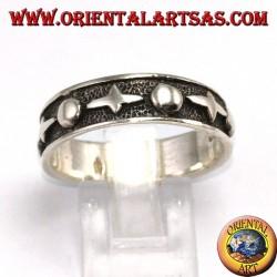 Anello a fascia in argento  lavorata, gotica