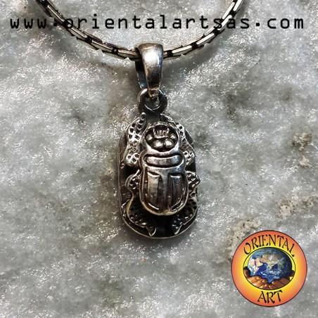 Ciondolo scarabeo bifaciale in argento