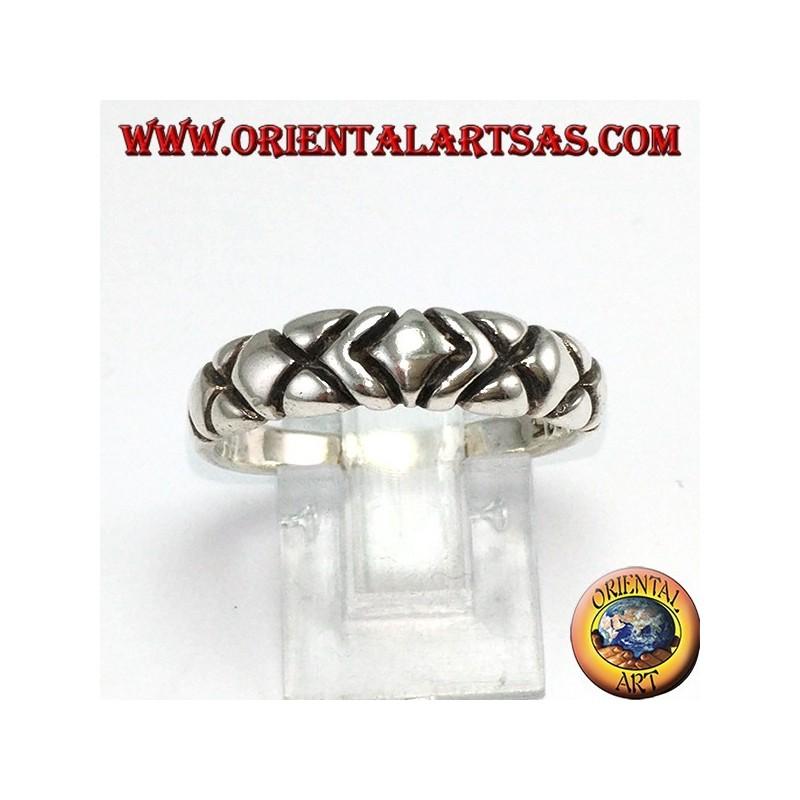 Anello fedina in argento, con cinque rombi intagliati