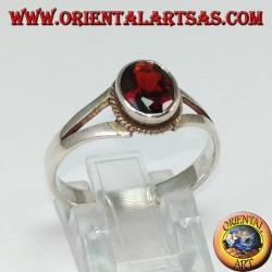 Anello in argento con granato naturale (piccolo)