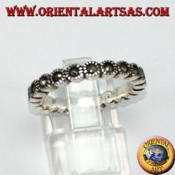 Anello a fedina in argento , con marcasite