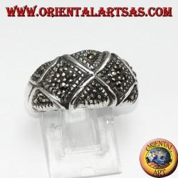 Anello in argento con marcasite fascia bombata divisa ad X