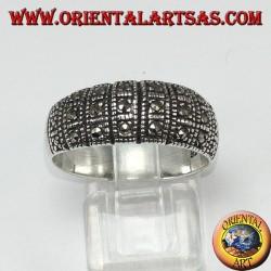 Anello in argento a fascia con tre file di marcasite