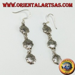 Silver pendant earrings composed of three flowers