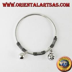 Bracciale rigido tondo con ciondoli in argento 925