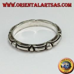 Anello a fedina in argento tribale con incisione a pallino alternato