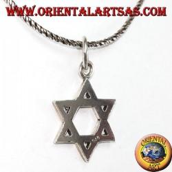 Pendentif en argent avec une étoile à six branches de David