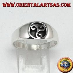 Bague en argent avec sceau trisele ou triskell
