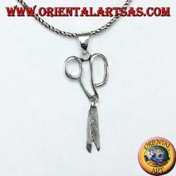 Ciondolo in argento a forma di forbici