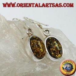 Серьги подвесные с зеленым овальным янтарем из серебра