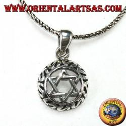 Ciondolo in argento con stella di Davide intrecciata a sei punte con decorazioni intorno