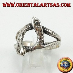 Silver ring with 2 snakes that rotate