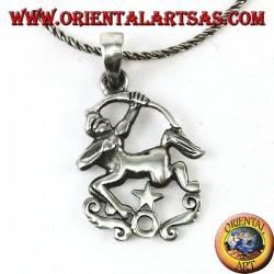 Colgante de plata con un centauro con arco y estrella