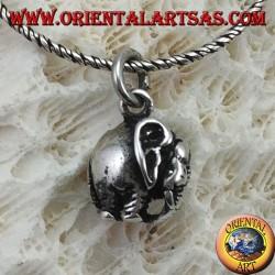 Ciondolo in argento elefante con proboscide in giù tridimensionale