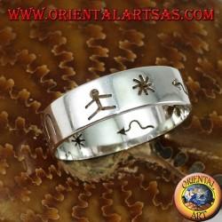 Anello a fedina in argento intagliata a mano