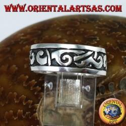 Anello a fascia in argento con intarsi maori