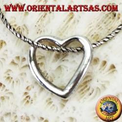 Colgante de plata con un perfil de corazón