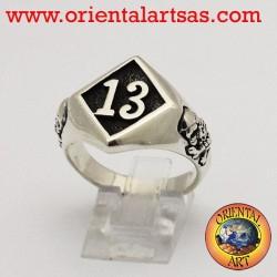 Anello in argento tredici con teschio