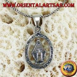 Ciondolo in argento con la Madonna di Lourdes