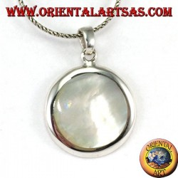 Silver pendant with round mother-of-pearl