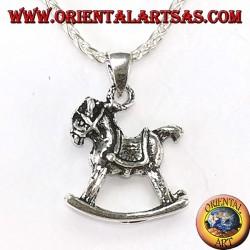 Pendentif en cheval à bascule argenté