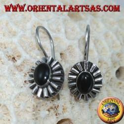 Серебряные серьги с овальным ониксом и контуром волны