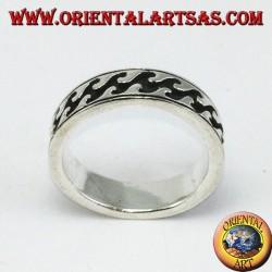 Anello fedina in argento con intarsi profondi