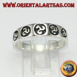 Anello fedina in argento con triskell triscele a bassorilievo