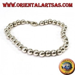 Silver bracelet of 5 mm spheres.