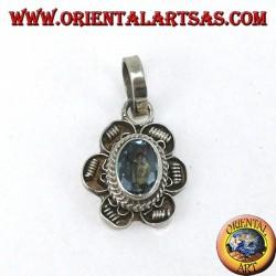 Pendentif en fleur d'argent avec topaze bleue ovale