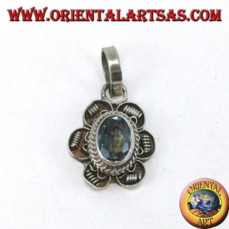 Ciondolo in argento fiore con Topazio azzurro ovale