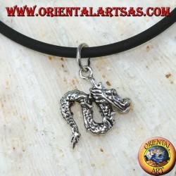 Маленький китайский кулон дракона в серебре