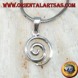 Silberner Anhänger in einer kleinen Spiralform