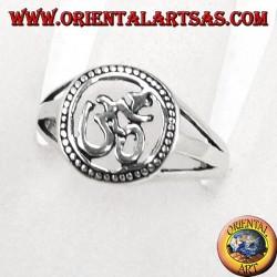 Anello in argento, con Oṃ il più sacro mantra induista