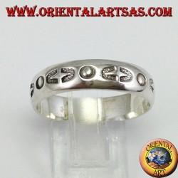 Anello a fascia in argento intarsiata a mano
