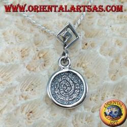 Ciondolo in argento, il disco di Festo con greca sul gancio