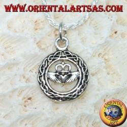 Ciondolo in argento, claddagh nel cerchio di nodo celtico