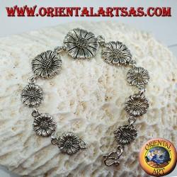 Серебряный браслет в форме ромашки