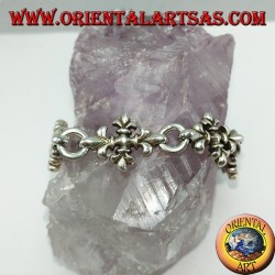 Armband mit silbernen Lilienkreuzen